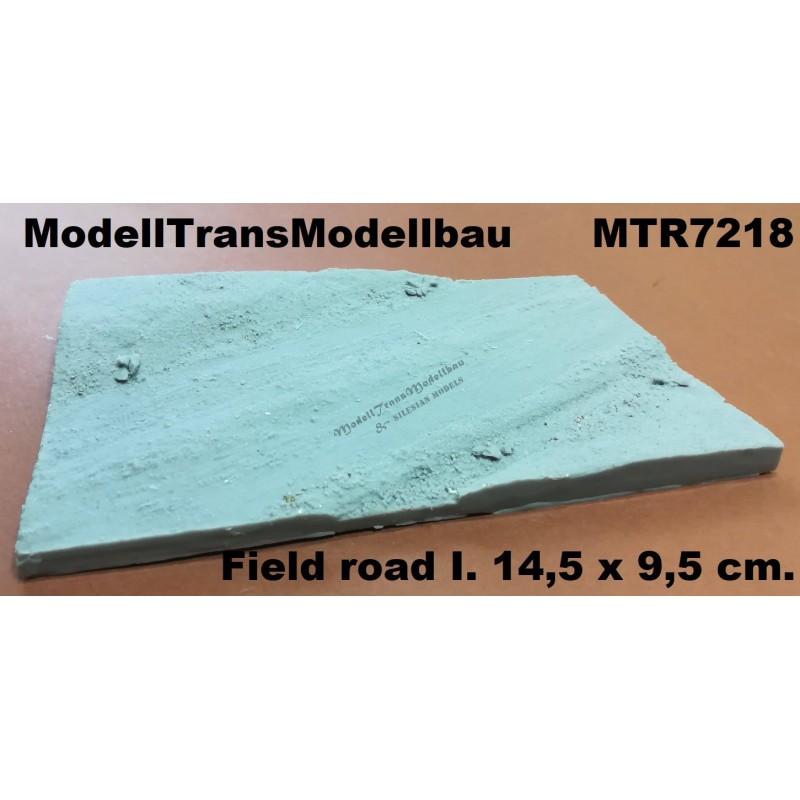 Field road I. 14,5 x 9,5 cm.